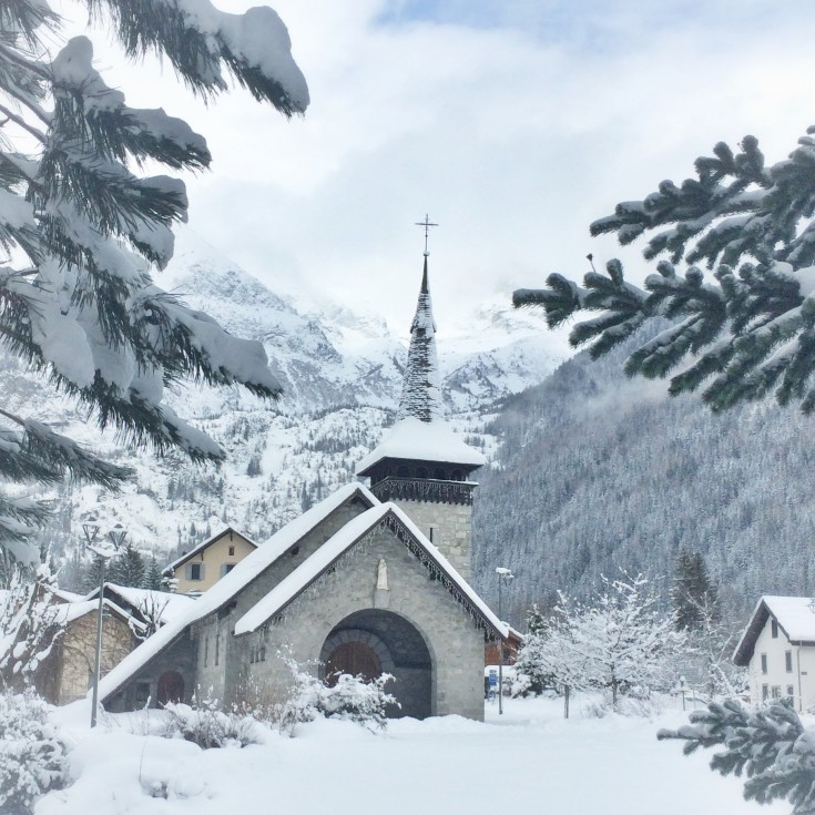 Les Praz church on a winter morning