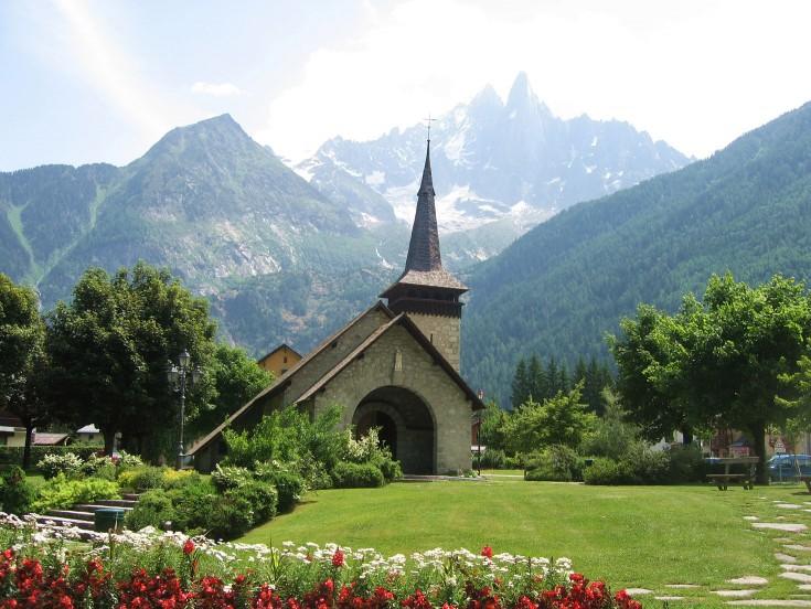 Les Praz church in summer
