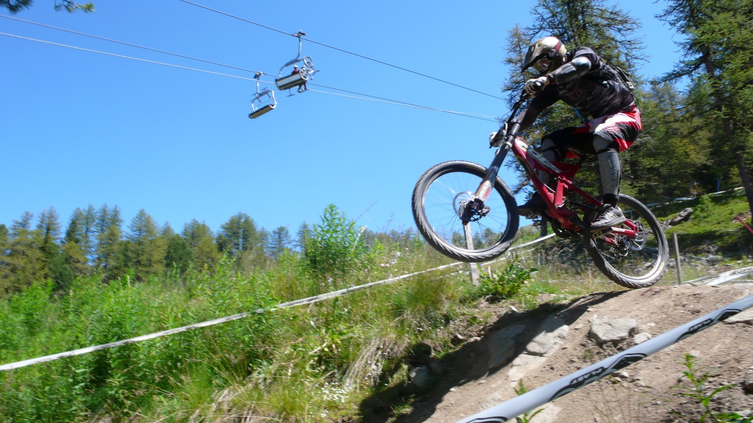 Downhilling Italian style in Pila