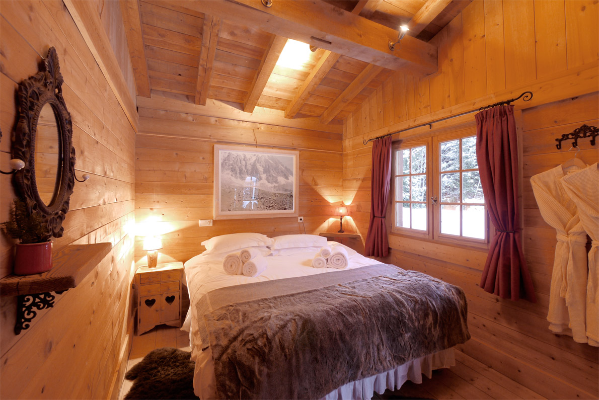 Chalet photos interior views - Best bedroom with balcony interior ...