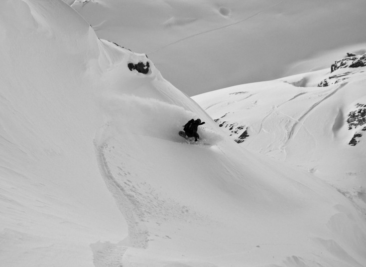 Chamonix Snowboarding - Fresh tracks at Grands Montets